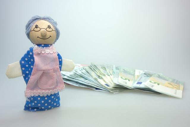 babička – panenka, bankovky